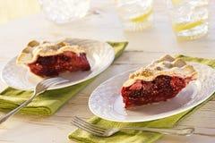 Deux tranches de Berry Pie mélangé sur le Tableau Photographie stock libre de droits