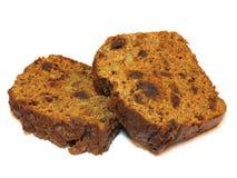 Deux tranches de gâteau fraîchement cuit au four de pain de thé, o d'isolement Photo stock