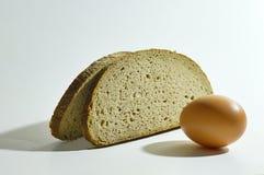 Deux tranches de pain et oeufs Image libre de droits