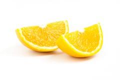 Deux tranches oranges fraîches d'isolement sur le fond blanc Photographie stock libre de droits