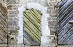 Deux trappes en bois antiques, Riga, Lettonie Photos stock