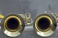 Deux trompettes en laiton images stock