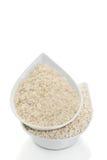 Deux types de riz dans une cuvette blanche (plan rapproché) Image stock