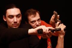 Deux types jouant avec le canon Image stock