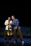 Deux un veilleur de nuit chassant l'opéra de Jiangxi une balance Photographie stock