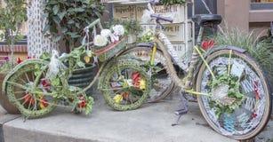 Deux vélos admirablement décorés Photo stock