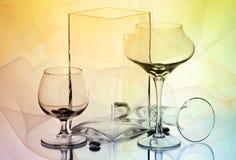 Deux verres à vin et deux vases Photographie stock libre de droits