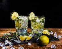 Deux verres avec la boisson, glace Photos libres de droits