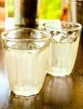 Deux verres d'eau froide Image libre de droits