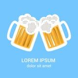 Deux verres de bière attaquent pour le Web, affiche, invitation de faire la fête Photographie stock