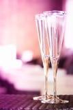 Deux verres de champagne dans un salon de station thermale Concept de temps de station thermale Station thermale Images stock