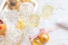 Deux verres de champagne de Noël Photographie stock libre de droits