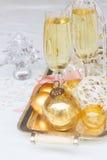 Deux verres de champagne de Noël Photo stock