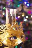 Deux verres de champagne et de masque vénitien Images libres de droits