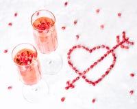 Deux verres de champagne rose Photographie stock libre de droits
