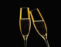 Deux verres de champagne sur le fond noir Image libre de droits