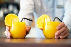 Deux verres de jus d'orange Image libre de droits