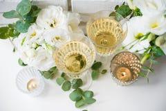 Deux verres de vintage de champagne Images libres de droits