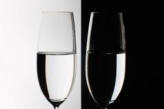 Deux verres sur la table Photographie stock libre de droits