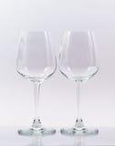 Deux verres vides sur le blanc Photographie stock libre de droits