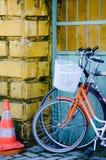Deux vieilles bicyclettes Photographie stock