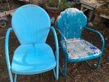 Deux vieilles chaises bleues Images libres de droits