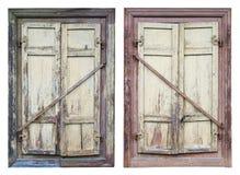 Deux vieilles fenêtres dans la maison rurale détruite avec le soleil en bois Photos stock
