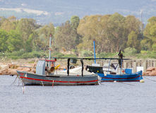 Deux vieux bateaux de pêche Image stock