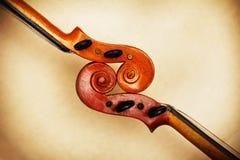 Deux vieux défilements de violon Images stock