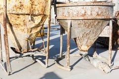 Deux vieux mélangeurs concrets rouillés Photographie stock libre de droits