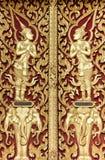 Deva dorato di stile tailandese che intaglia sul legno Immagini Stock
