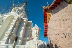 Deva en estilo tailandés tradicional en el templo de Tailandia Imagen de archivo libre de regalías