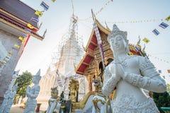 Deva en estilo tailandés tradicional en el templo de Tailandia Foto de archivo libre de regalías
