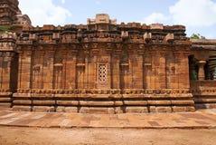 Devakoshthas и окно на южной стене Jain висок, Jinalaya, известное как Jaina Narayana, Pattadakal, Karnataka Южный взгляд стоковые изображения rf