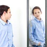 Devant le miroir Image libre de droits