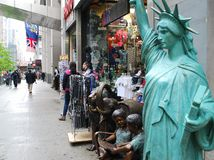Devanture de magasin de touristes sur la 5ème avenue NYC Photos libres de droits