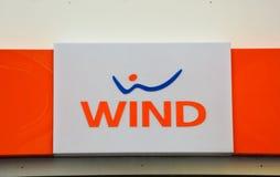 Devanture de magasin de vent Fondée en 1997, la station thermale de Telecomunicazioni de vent est un opérateur italien de télécom Photographie stock