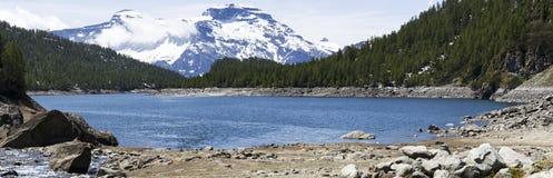 Devero sjö i sommarsäsong, Piedmont Fotografering för Bildbyråer