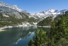 Devero sjö, vårsäsong - Italien Royaltyfri Fotografi
