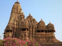 Devi Jagdamba Temple, por do sol no grupo ocidental de templos, Khajuraho, Madhya Pradesh, Índia é um local do patrimônio mundial fotografia de stock royalty free