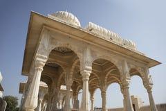 Devi Kund ?r en kunglig krematorium, bygger i det 18th 19th ?rhundradet f?r nd i minnet av kungliga konungar, prinsen och Queens  royaltyfri fotografi