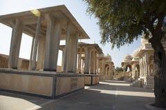 Devi Kund ?r en kunglig krematorium, bygger i det 18th 19th ?rhundradet f?r nd i minnet av kungliga konungar, prinsen och Queens  arkivfoto
