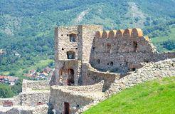 Devin Castle no fundo do monte. Bratislava, Eslováquia Fotos de Stock