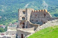 Devin Castle op de achtergrond van de heuvel. Bratislava, Slowakije Stock Foto's