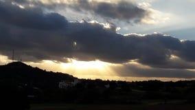 devineguden undertecknar solnedgångresning för molnig himmel Royaltyfri Bild