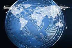 Devise numérique de Bitcoin, peu-pièce de monnaie sur la carte mère ou électronique Photos libres de droits