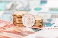 Devise russe, rouble : billets de banque et pièces de monnaie Photos libres de droits