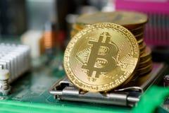 Devise virtuelle d'or de banque de cryptographie de Bitcoin images stock