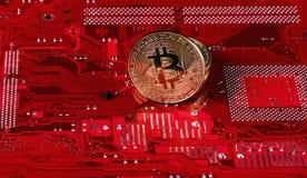 Devise virtuelle de Bitcoin Commerce avec Bitcoin Le risque d'acheter une devise virtuelle Crypto concept de fond de devise photos libres de droits