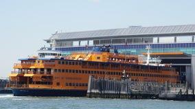Devoluciones de Staten Island Ferry a Manhattan, Nueva York Imagen de archivo